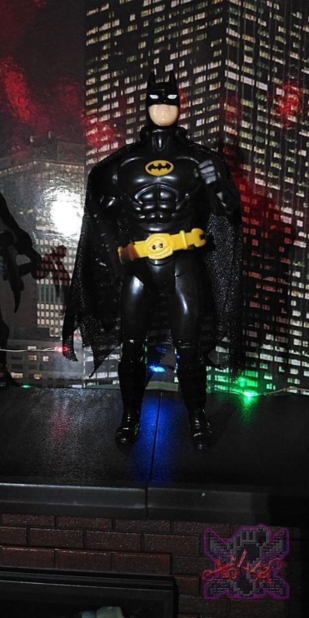 Official, at last. MICHAEL KEATON IS BACK, MAN AS BATMAN!