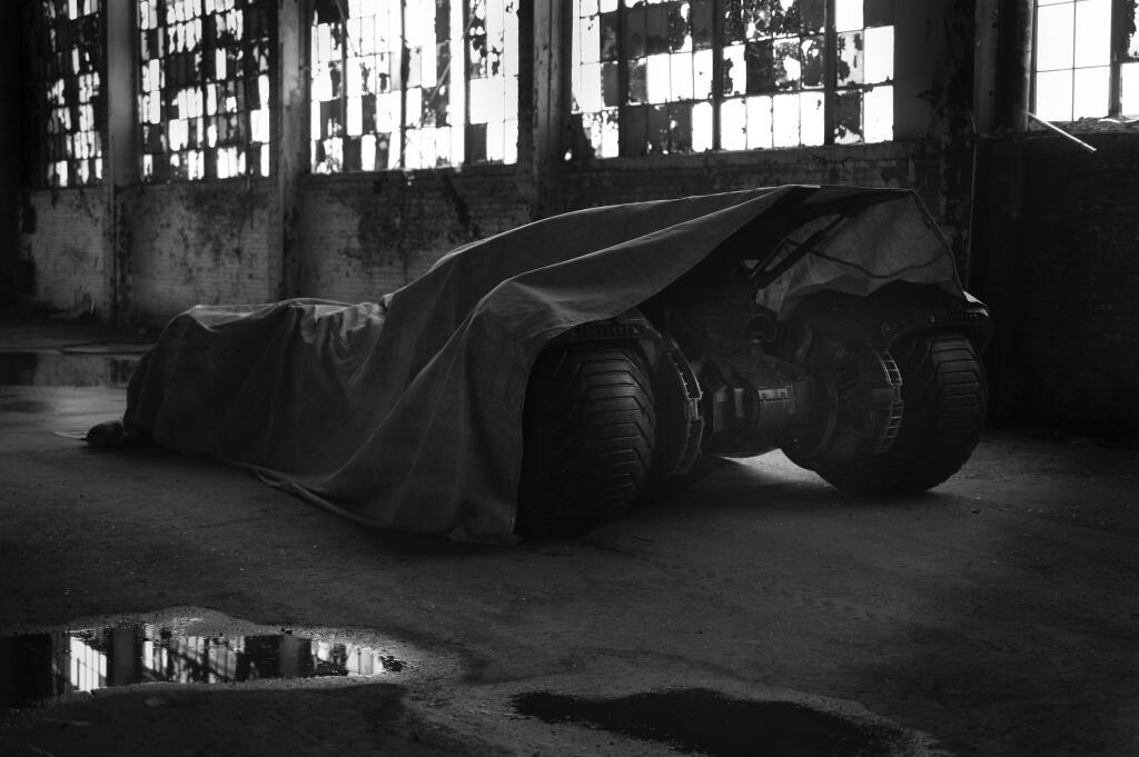 batman vs superman batmobile teaser image