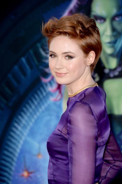 Karen+Gillan+Short+Hairstyles+Messy+Cut+46VeAV_oPlRl