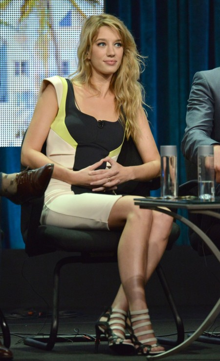 yael-groblas-at-cw-2014-tca-summer-tour_2