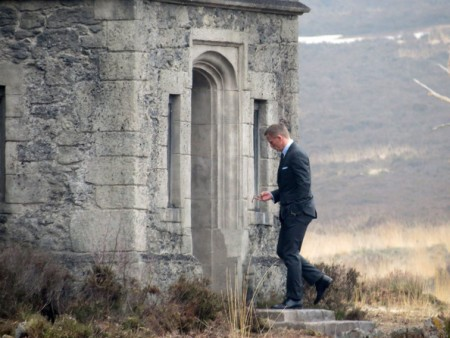 James+Bond+Skyfall+Lodge+Explosion+s9ntlQMzacKl