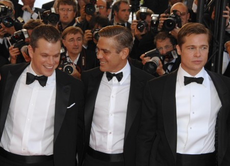 Matt-Damon-George-Clooney-Brad-Pitt-posed-Ocean-13-red