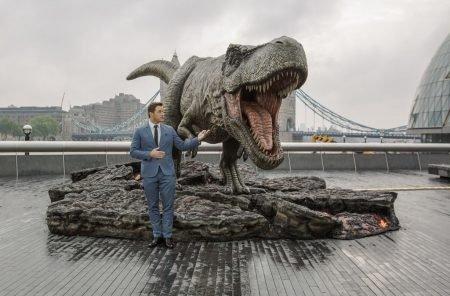 That JURASSIC WORLD: DOMINION sort of trailer in IMAX